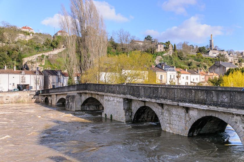 Pont joubert et fontaine photo vienne poitiers et for Vienne poitiers
